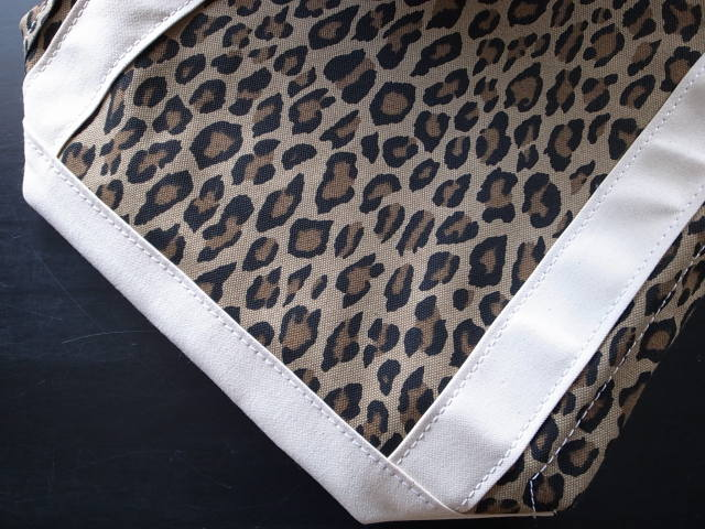 TEMBEA(テンベア) BAGUETTE TOTE (バゲットトート) LEOPARD